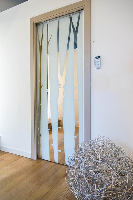 Sklenené posuvné dvere prinesú jas a svetlo do objektu